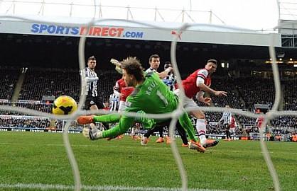 أرسنال ينهي 2013 على قمة الدوري الإنجليزي بفوزه على نيوكاستل