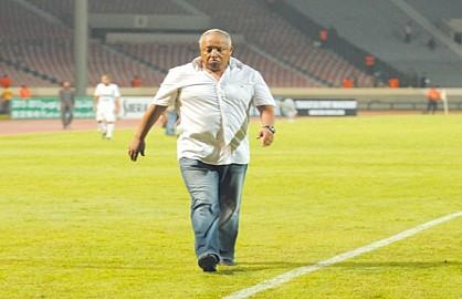 منتخبات إفريقية تستنجد بمحمد فاخر