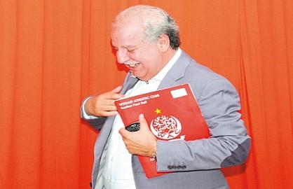 «الفيفا» تمنع أكرم من دخول ملاعب موندياليتو 2014 القادم
