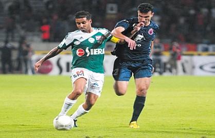 الأندية الإماراتية تغري لاعبي البطولة المغربية بالمال