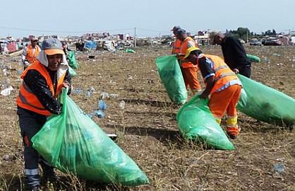 المندوبية الإقليمية للإنعاش الوطني بسطات تنطم حملة واسعة  لجمع وإتلاف الأكياس البلاستيكية
