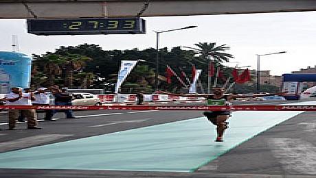 مصفى العزيز يفوز ويحطم الرقم القياسي لسباق الدولي رحال بمراكش