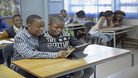 ربط المدارس بالإنترنت يساهم في نمو الناتج المحلي الإجمالي للدول الأضعف اتصالًا بنسبة تصل إلى 20%